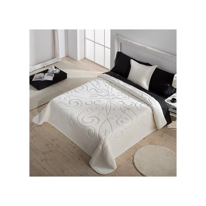 Mantas de cama Enya de Naf Naf